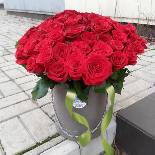 Розы в шляпной коробке Flamma