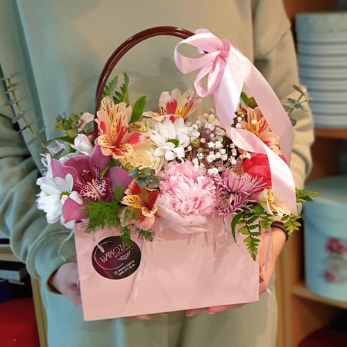 Цветочная композиция в сумочке