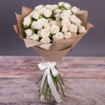 Букет кустовых роз Амур