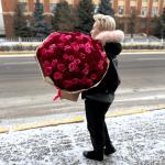 101 красно-розовая роза в крафте
