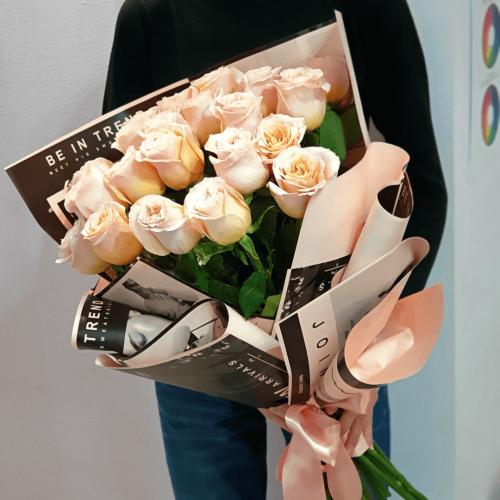 Букет из 25 бежевых роз